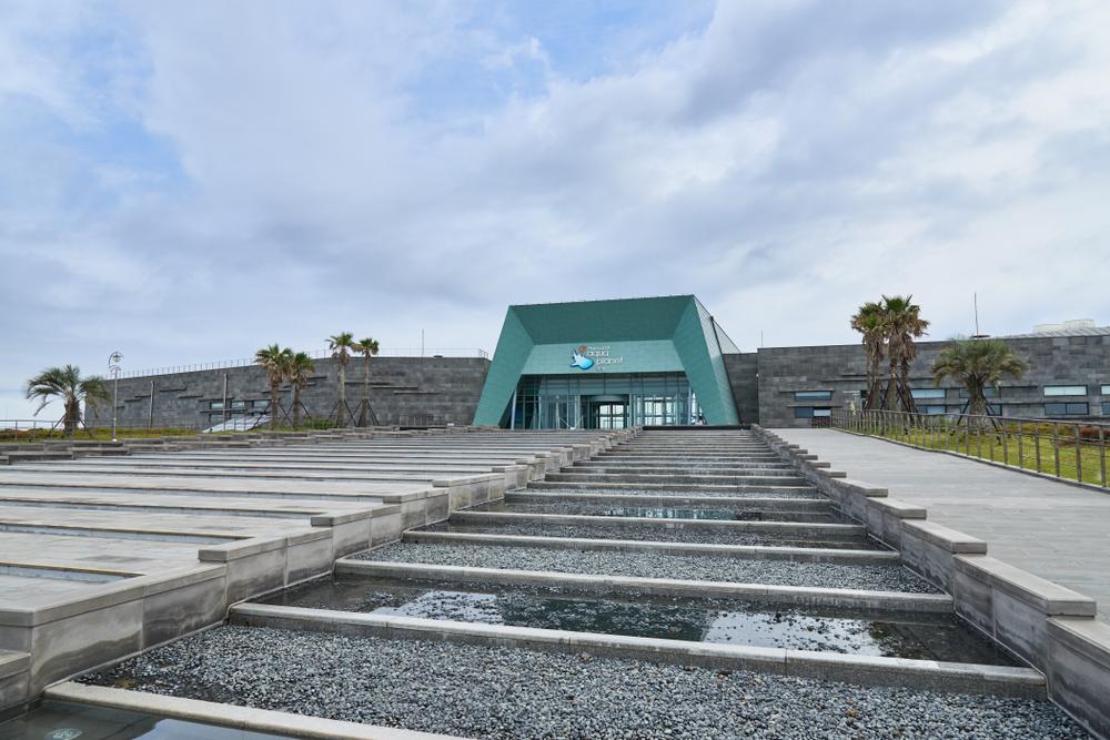 チェジュ島にある水族館の外観です。